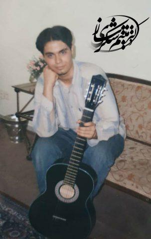 نوجوانی میثم شکری ساز و گیتار